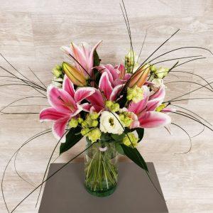 bouquet de fleurs de lys et lisianthus
