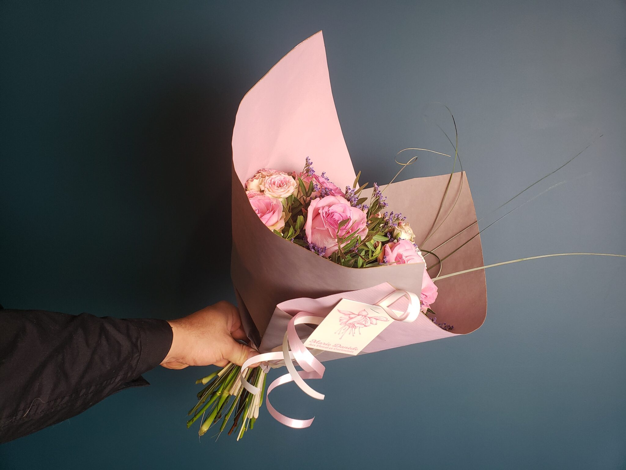 Vous avez reçu un bouquet et vous souhaitez le conserver le plus longtemps possible, voici nos conseils et astuces en images.... [https://www.mariedanede.fr/blog/astuces/comment-garder-son-bouquet-de-fleurs-longtemps/]