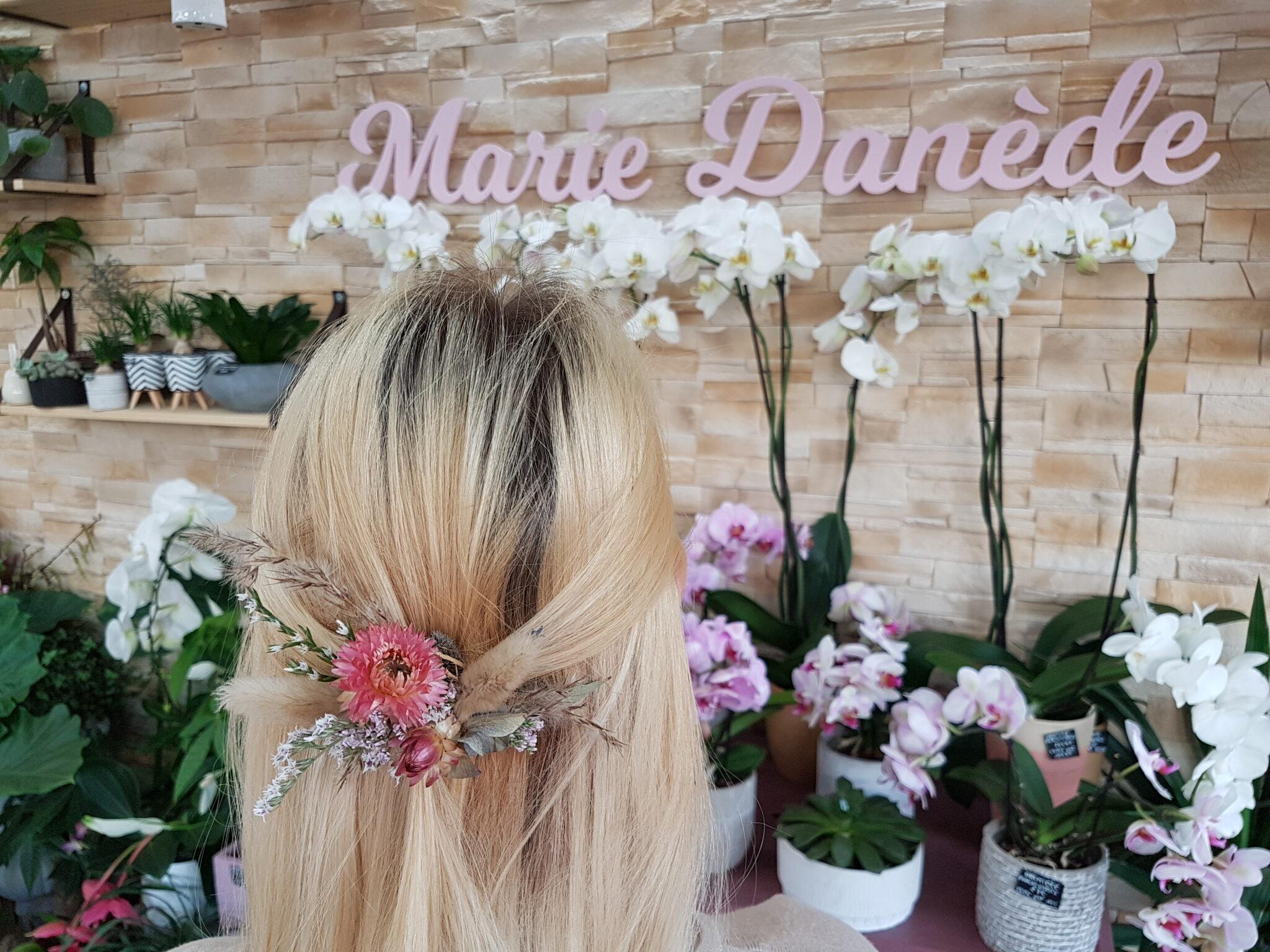 Champêtre et romantique...Barrette réalisée avec des fleurs séchées pour un mariage... [https://www.mariedanede.fr/blog/realisations/barrette-champetre-et-romantique/]
