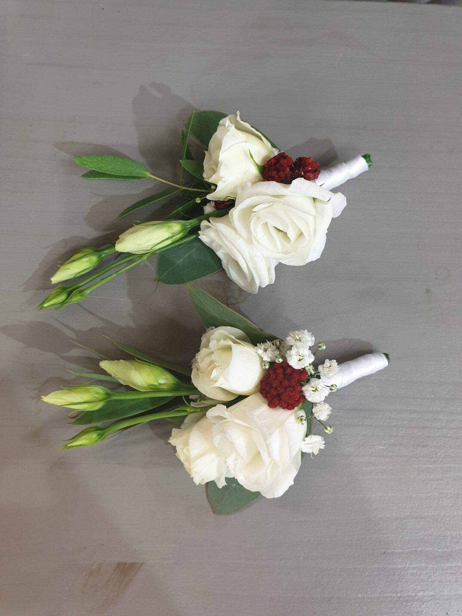 Réalisation mariageen blanc avec une touche de rouge, classique un brin sauvage.  ... [https://www.mariedanede.fr/blog/realisations/realisation-mariage/]