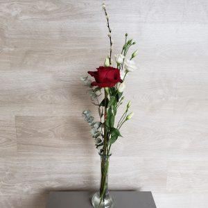 Rose rouge et son soliflore Marie Danède 1